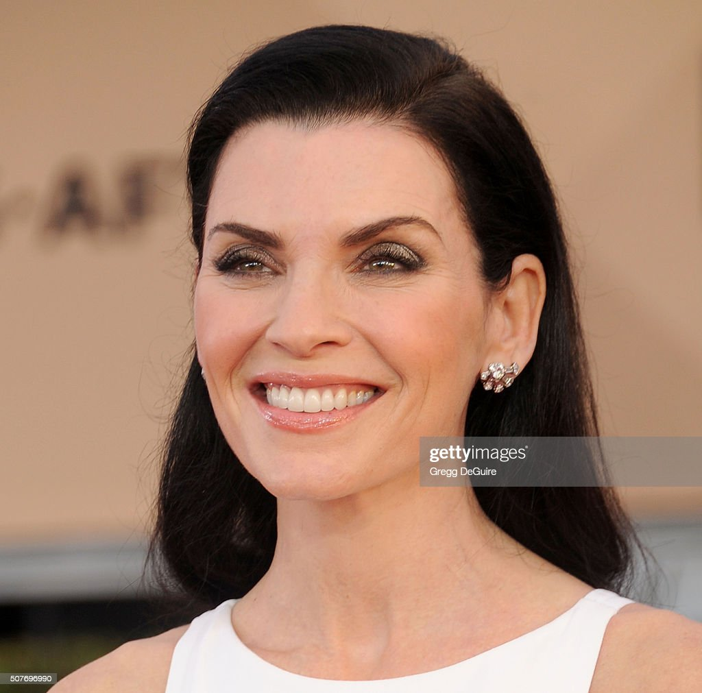 Actress <a gi-track='captionPersonalityLinkClicked' href=/galleries/search?phrase=Julianna+Margulies&family=editorial&specificpeople=208994 ng-click='$event.stopPropagation()'>Julianna Margulies</a> arrives at the 22nd Annual Screen Actors Guild Awards at The Shrine Auditorium on January 30, 2016 in Los Angeles, California.