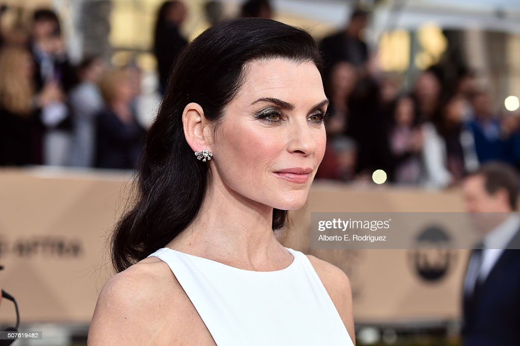 Actress <a gi-track='captionPersonalityLinkClicked' href=/galleries/search?phrase=Julianna+Margulies&family=editorial&specificpeople=208994 ng-click='$event.stopPropagation()'>Julianna Margulies</a> attends the 22nd Annual Screen Actors Guild Awards at The Shrine Auditorium on January 30, 2016 in Los Angeles, California.