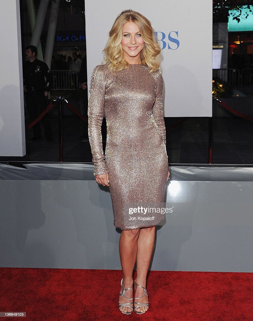 Actress <a gi-track='captionPersonalityLinkClicked' href=/galleries/search?phrase=Julianne+Hough&family=editorial&specificpeople=4237560 ng-click='$event.stopPropagation()'>Julianne Hough</a> arrives at the 2012 People's Choice Awards at Nokia Theatre L.A. Live on January 11, 2012 in Los Angeles, California.