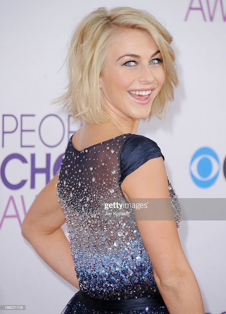 Actress Julianne Hough arrives at the 2013 People's Choice Awards at Nokia Theatre L.A. Live on January 9, 2013 in Los Angeles, California.
