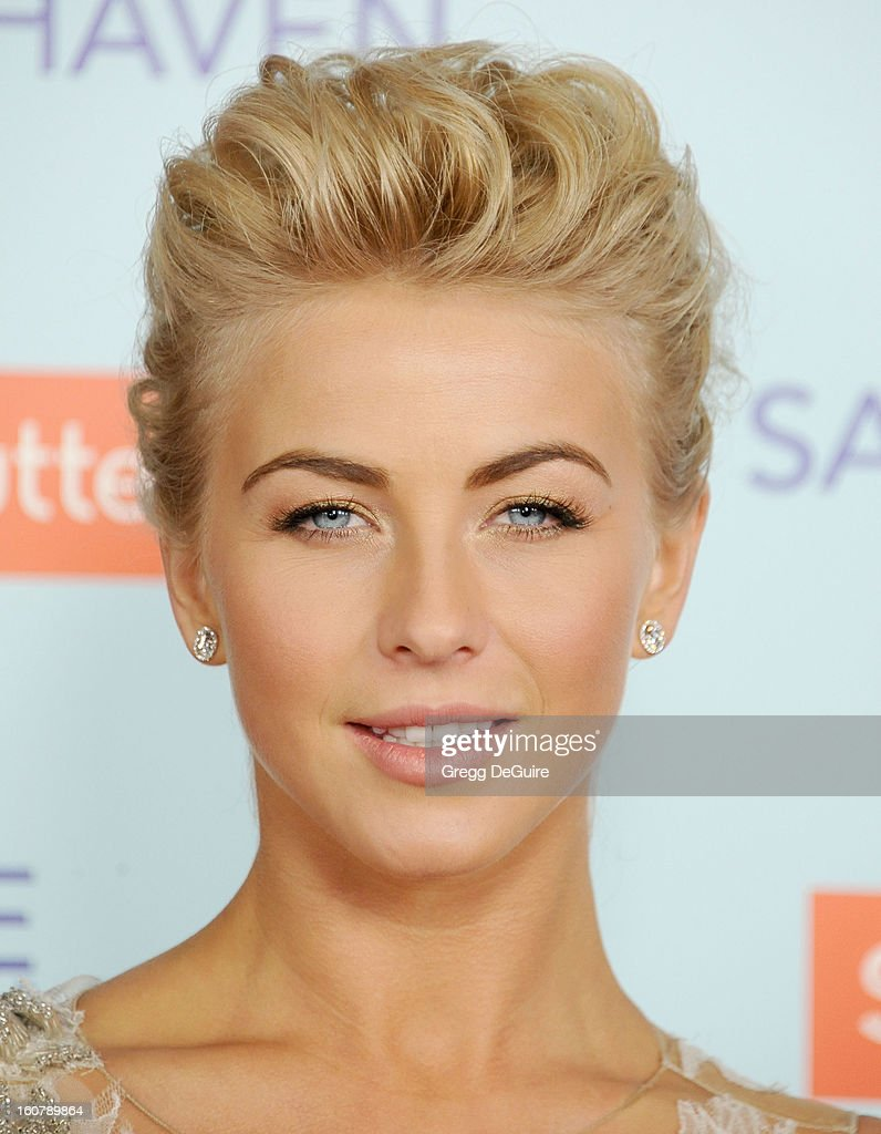 Actress <a gi-track='captionPersonalityLinkClicked' href=/galleries/search?phrase=Julianne+Hough&family=editorial&specificpeople=4237560 ng-click='$event.stopPropagation()'>Julianne Hough</a> arrives at the Los Angeles premiere of 'Safe Haven' at TCL Chinese Theatre on February 5, 2013 in Hollywood, California.