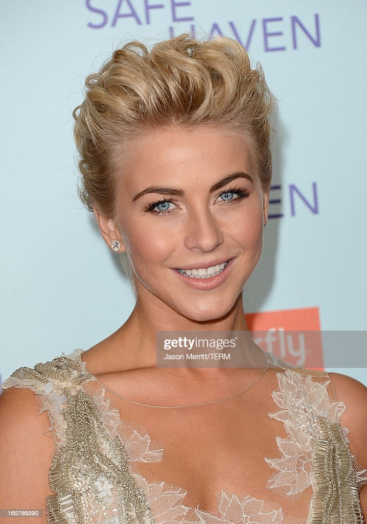 Actress <a gi-track='captionPersonalityLinkClicked' href=/galleries/search?phrase=Julianne+Hough&family=editorial&specificpeople=4237560 ng-click='$event.stopPropagation()'>Julianne Hough</a> arrives at the premiere of Relativity Media's 'Safe Haven' at TCL Chinese Theatre on February 5, 2013 in Hollywood, California.