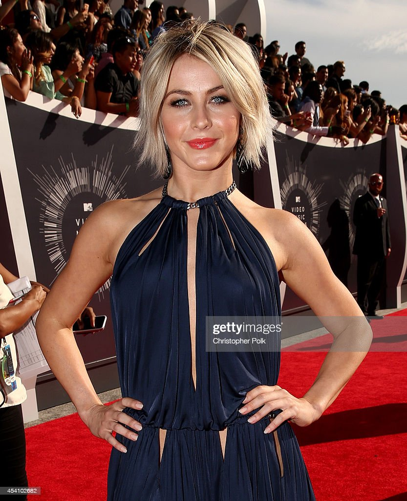 Actress <a gi-track='captionPersonalityLinkClicked' href=/galleries/search?phrase=Julianne+Hough&family=editorial&specificpeople=4237560 ng-click='$event.stopPropagation()'>Julianne Hough</a> attends the 2014 MTV Video Music Awards at The Forum on August 24, 2014 in Inglewood, California.