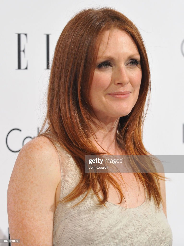 Actress <a gi-track='captionPersonalityLinkClicked' href=/galleries/search?phrase=Julianne+Moore&family=editorial&specificpeople=171555 ng-click='$event.stopPropagation()'>Julianne Moore</a> arrives at ELLE's 16th Annual Women In Hollywood Event at the Four Seasons Hotel on October 19, 2009 in Beverly Hills, California.