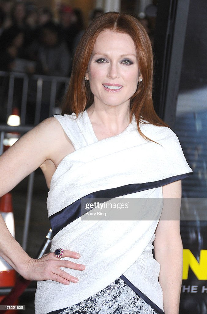 Actress <a gi-track='captionPersonalityLinkClicked' href=/galleries/search?phrase=Julianne+Moore&family=editorial&specificpeople=171555 ng-click='$event.stopPropagation()'>Julianne Moore</a> arrives at the Los Angeles Premiere 'Non-Stop' on February 24, 2014 at Regency Village Theatre in Westwood, California.