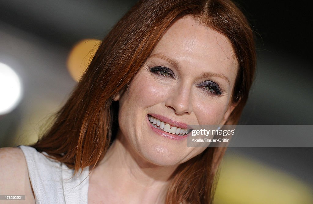 Actress <a gi-track='captionPersonalityLinkClicked' href=/galleries/search?phrase=Julianne+Moore&family=editorial&specificpeople=171555 ng-click='$event.stopPropagation()'>Julianne Moore</a> arrives at the Los Angeles premiere of 'Non-Stop' at Regency Village Theatre on February 24, 2014 in Westwood, California.