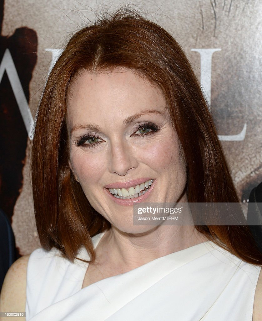 Actress <a gi-track='captionPersonalityLinkClicked' href=/galleries/search?phrase=Julianne+Moore&family=editorial&specificpeople=171555 ng-click='$event.stopPropagation()'>Julianne Moore</a> arrives at the premiere of Metro-Goldwyn-Mayer Pictures & Screen Gems' 'Carrie' at ArcLight Cinemas on October 7, 2013 in Hollywood, California.
