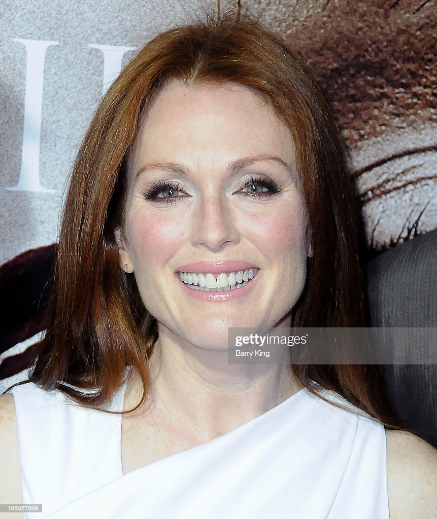 Actress <a gi-track='captionPersonalityLinkClicked' href=/galleries/search?phrase=Julianne+Moore&family=editorial&specificpeople=171555 ng-click='$event.stopPropagation()'>Julianne Moore</a> attends the premiere of 'Carrie' on October 7, 2013 at ArcLight Hollywood in Hollywood, California.