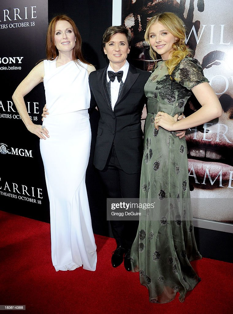 Actress <a gi-track='captionPersonalityLinkClicked' href=/galleries/search?phrase=Julianne+Moore&family=editorial&specificpeople=171555 ng-click='$event.stopPropagation()'>Julianne Moore</a>, director <a gi-track='captionPersonalityLinkClicked' href=/galleries/search?phrase=Kimberly+Peirce&family=editorial&specificpeople=1654251 ng-click='$event.stopPropagation()'>Kimberly Peirce</a> and actress Chloe Grace Moretz arrive at the Los Angeles premiere of 'Carrie' at ArcLight Hollywood on October 7, 2013 in Hollywood, California.