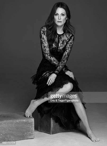 Actress Julianne Moore is photographed for Madame Figaro on February 17 2014 in Paris France Dress personal jewelry Makeup by L'Oreal Paris PUBLISHED...