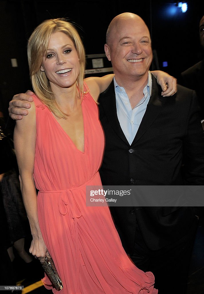 Actress <a gi-track='captionPersonalityLinkClicked' href=/galleries/search?phrase=Julie+Bowen&family=editorial&specificpeople=244057 ng-click='$event.stopPropagation()'>Julie Bowen</a> (L) and actor <a gi-track='captionPersonalityLinkClicked' href=/galleries/search?phrase=Michael+Chiklis&family=editorial&specificpeople=239514 ng-click='$event.stopPropagation()'>Michael Chiklis</a> attend the 2011 People's Choice Awards at Nokia Theatre L.A. Live on January 5, 2011 in Los Angeles, California.