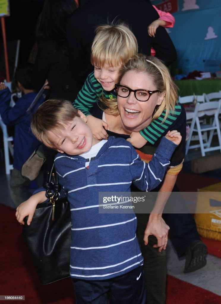 Actress <a gi-track='captionPersonalityLinkClicked' href=/galleries/search?phrase=Julie+Bowen&family=editorial&specificpeople=244057 ng-click='$event.stopPropagation()'>Julie Bowen</a> and sons attend the creative arts fair and family day 'Express Yourself', supporting P.S. ARTS, at Barker Hangar on November 11, 2012 in Santa Monica, California.