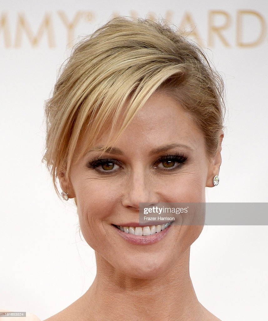 Actress <a gi-track='captionPersonalityLinkClicked' href=/galleries/search?phrase=Julie+Bowen&family=editorial&specificpeople=244057 ng-click='$event.stopPropagation()'>Julie Bowen</a> arrives at the 65th Annual Primetime Emmy Awards held at Nokia Theatre L.A. Live on September 22, 2013 in Los Angeles, California.