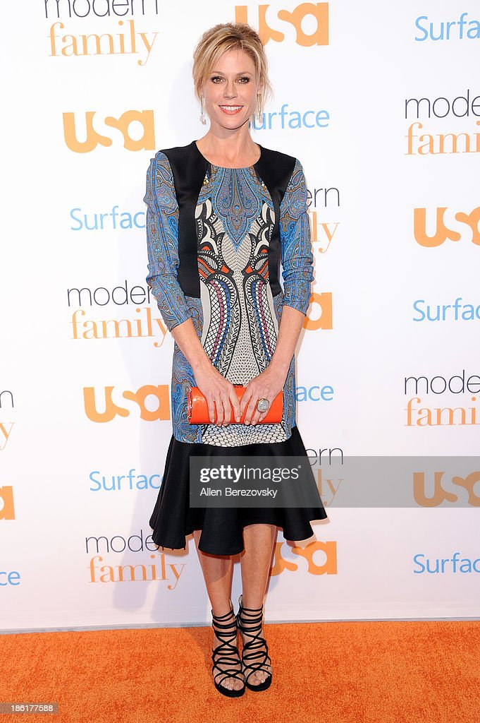 Actress <a gi-track='captionPersonalityLinkClicked' href=/galleries/search?phrase=Julie+Bowen&family=editorial&specificpeople=244057 ng-click='$event.stopPropagation()'>Julie Bowen</a> arrives at the 'Modern Family' Fan Appreciation Day hosted by USA Network at Westwood Village on October 28, 2013 in Los Angeles, California.