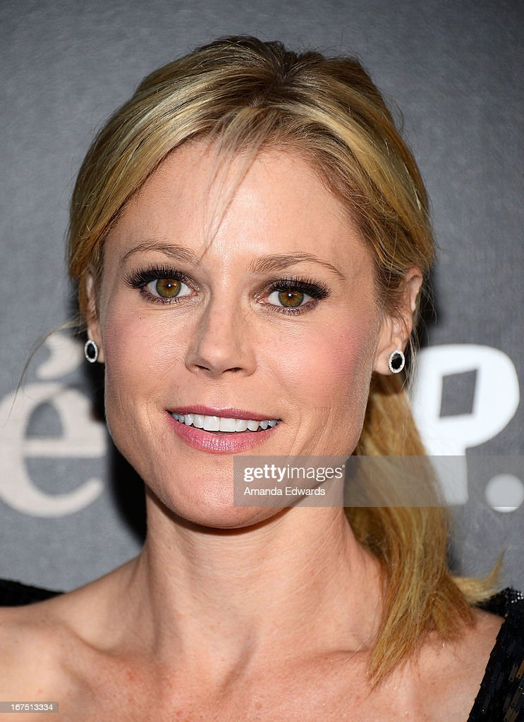 Actress <a gi-track='captionPersonalityLinkClicked' href=/galleries/search?phrase=Julie+Bowen&family=editorial&specificpeople=244057 ng-click='$event.stopPropagation()'>Julie Bowen</a> arrives at the Modernism opening night preview party benefiting P.S. Arts at The Barker Hanger on April 25, 2013 in Santa Monica, California.
