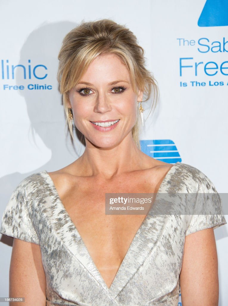 Actress <a gi-track='captionPersonalityLinkClicked' href=/galleries/search?phrase=Julie+Bowen&family=editorial&specificpeople=244057 ng-click='$event.stopPropagation()'>Julie Bowen</a> arrives at the Saban Free Clinic's 36th Annual Dinner Gala at The Beverly Hilton Hotel on November 19, 2012 in Beverly Hills, California.