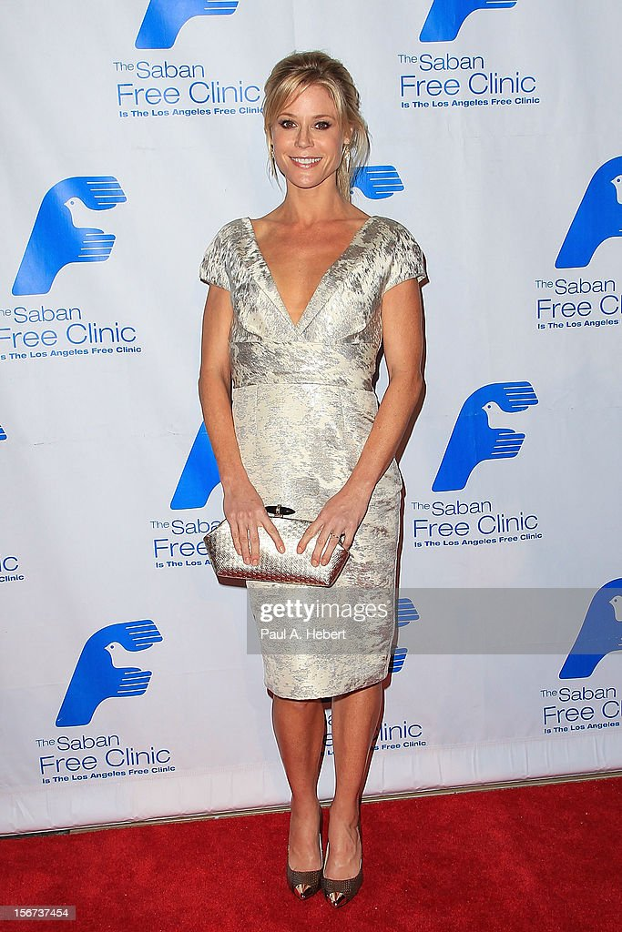Actress <a gi-track='captionPersonalityLinkClicked' href=/galleries/search?phrase=Julie+Bowen&family=editorial&specificpeople=244057 ng-click='$event.stopPropagation()'>Julie Bowen</a> arrives at The Saban Free Clinic's Gala Honoring ABC Entertainment Group President Paul Lee and Bob Broder at The Beverly Hilton Hotel on November 19, 2012 in Beverly Hills, California.