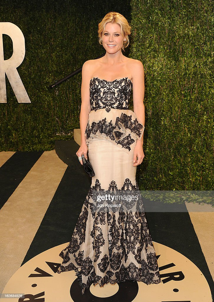 Actress Julie Bowen attends the 2013 Vanity Fair Oscar party at Sunset Tower on February 24, 2013 in West Hollywood, California.