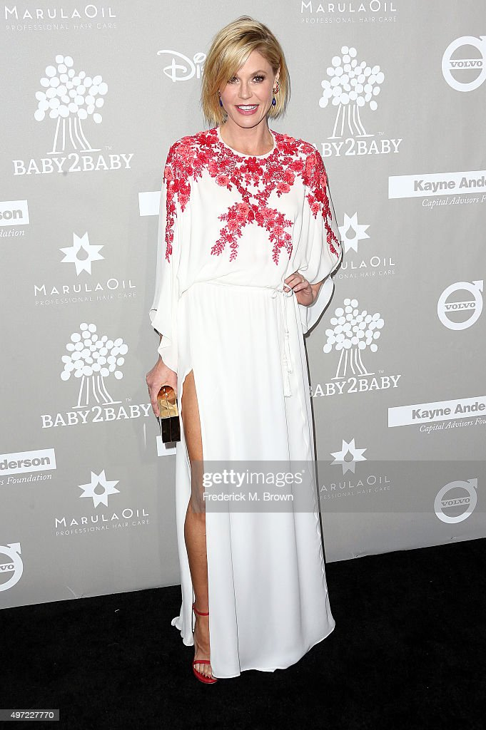 Actress Julie Bowen attends the 2015 Baby2Baby Gala at 3LABS on November 14, 2015 in Culver City, California.