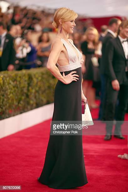 Actress Julie Bowen attends The 22nd Annual Screen Actors Guild Awards at The Shrine Auditorium on January 30 2016 in Los Angeles California 25650_018