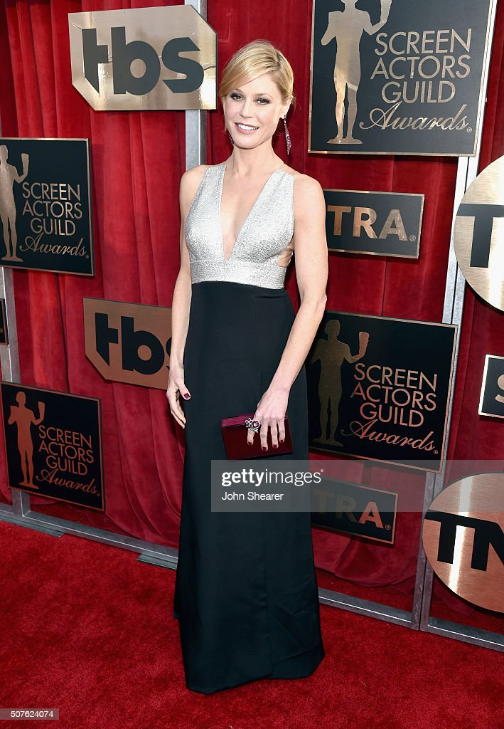 Actress Julie Bowen attends the 22nd Annual Screen Actors Guild Awards at The Shrine Auditorium on January 30, 2016 in Los Angeles, California.