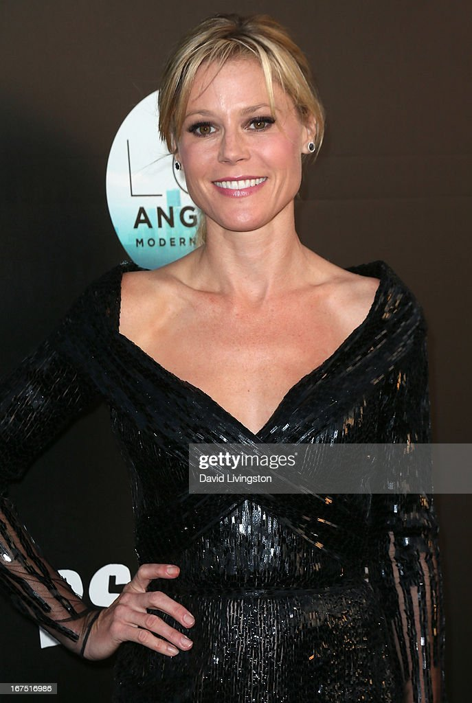 Actress <a gi-track='captionPersonalityLinkClicked' href=/galleries/search?phrase=Julie+Bowen&family=editorial&specificpeople=244057 ng-click='$event.stopPropagation()'>Julie Bowen</a> attends the Los Angeles Modernism Show & Sale at Barker Hangar on April 25, 2013 in Santa Monica, California.