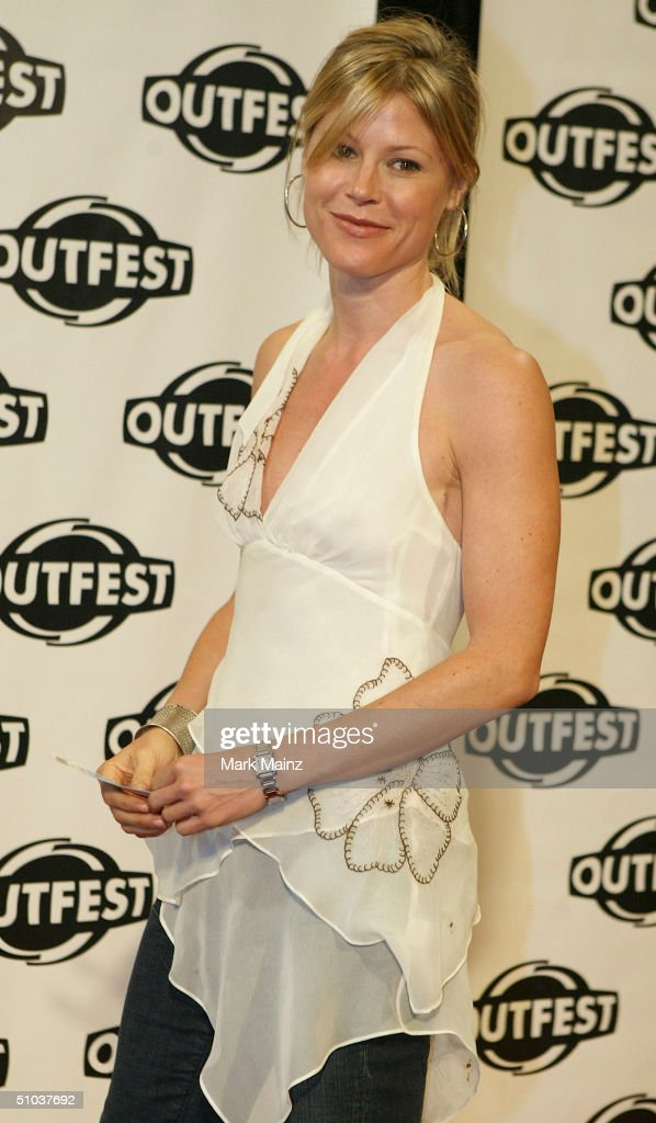 Actress <a gi-track='captionPersonalityLinkClicked' href=/galleries/search?phrase=Julie+Bowen&family=editorial&specificpeople=244057 ng-click='$event.stopPropagation()'>Julie Bowen</a> attends the opening night gala of 'Outfest 2004: The 22nd L.A. Gay and Lesbian Film Festival' on July 8, 2004 at the Orpheum Theatre, in Los Angeles, California.