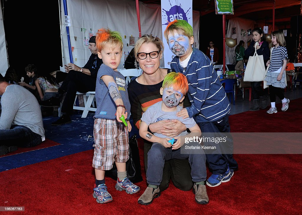 Actress <a gi-track='captionPersonalityLinkClicked' href=/galleries/search?phrase=Julie+Bowen&family=editorial&specificpeople=244057 ng-click='$event.stopPropagation()'>Julie Bowen</a> with sons Oliver, Gustav and John attend the creative arts fair and family day 'Express Yourself', supporting P.S. ARTS, at Barker Hangar on November 11, 2012 in Santa Monica, California.