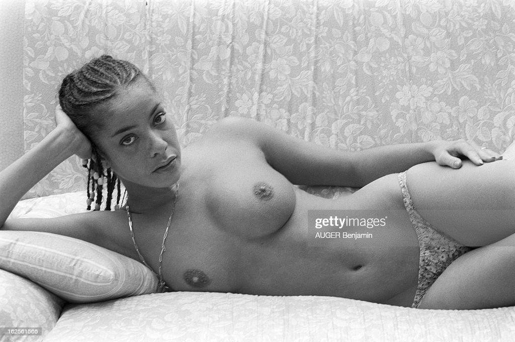 Actress Poses Nude 100