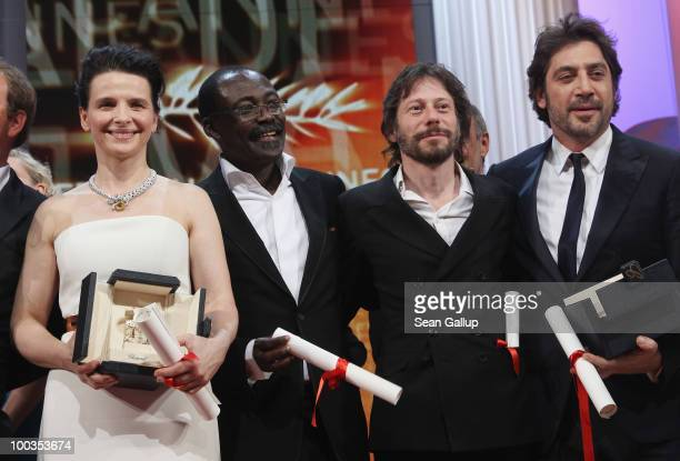 Actress Juliette Binoche director MahamatSaleh Haroun director Mathieu Almaric and actor Javier Bardem pose with their award during the Palme d'Or...