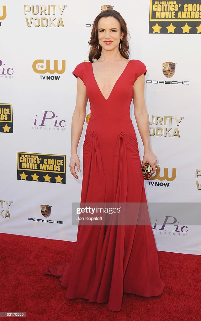 Actress <a gi-track='captionPersonalityLinkClicked' href=/galleries/search?phrase=Juliette+Lewis&family=editorial&specificpeople=202873 ng-click='$event.stopPropagation()'>Juliette Lewis</a> arrives at the 19th Annual Critics' Choice Movie Awards at Barker Hangar on January 16, 2014 in Santa Monica, California.