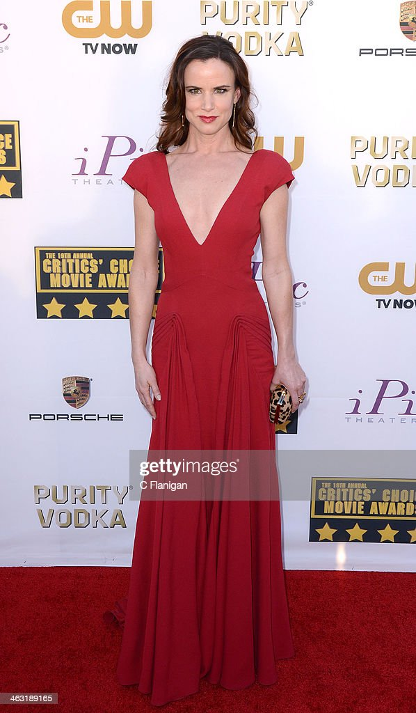 Actress Juliette Lewis arrives at the 19th Annual Critics' Choice Movie Awards at Barker Hangar on January 16, 2014 in Santa Monica, California.