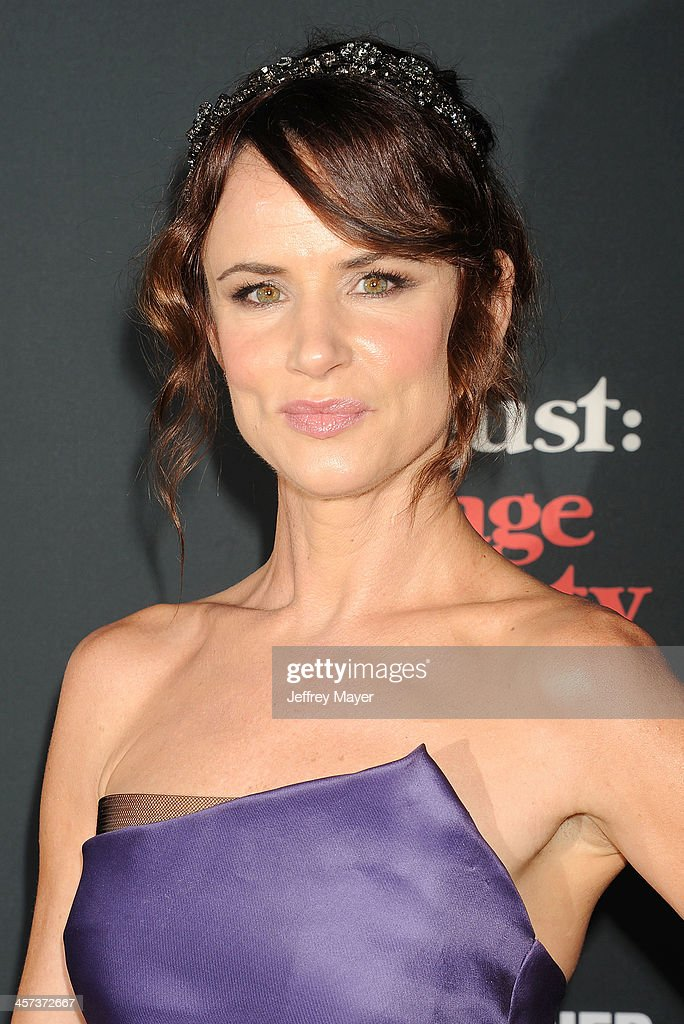 Actress <a gi-track='captionPersonalityLinkClicked' href=/galleries/search?phrase=Juliette+Lewis&family=editorial&specificpeople=202873 ng-click='$event.stopPropagation()'>Juliette Lewis</a> arrives at the 'August: Osage County' - Los Angeles Premiere at Regal Cinemas L.A. Live on December 16, 2013 in Los Angeles, California.
