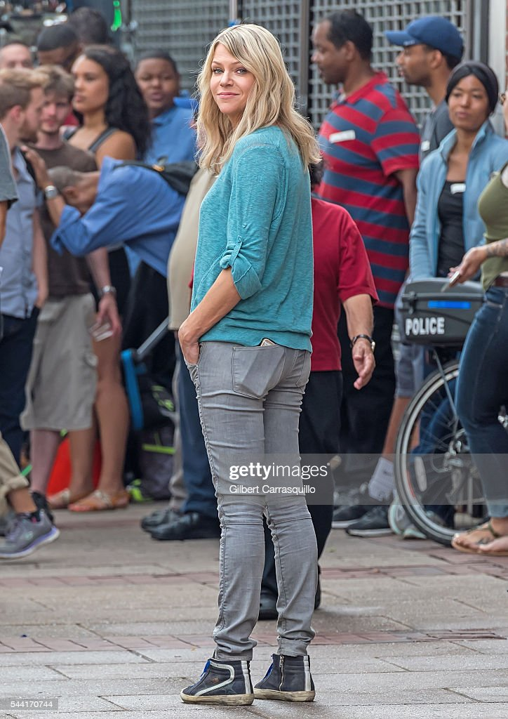 Actress <a gi-track='captionPersonalityLinkClicked' href=/galleries/search?phrase=Kaitlin+Olson&family=editorial&specificpeople=537734 ng-click='$event.stopPropagation()'>Kaitlin Olson</a> is seen filming scenes of season 12 of 'It's Always Sunny In Philadelphia' sitcom on July 1, 2016 in Philadelphia, Pennsylvania.