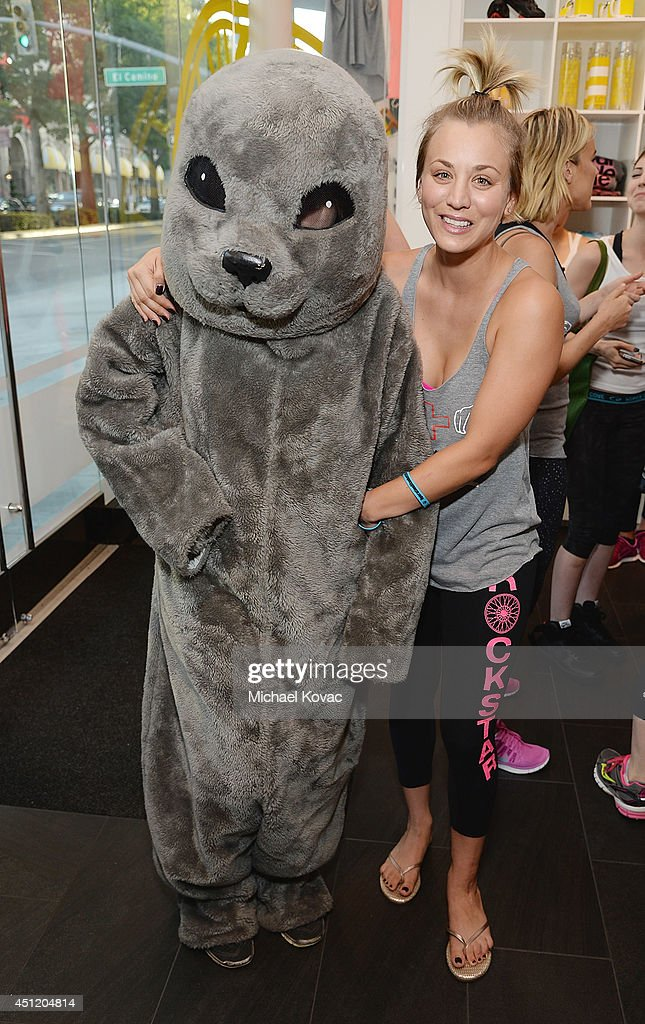 Actress <a gi-track='captionPersonalityLinkClicked' href=/galleries/search?phrase=Kaley+Cuoco&family=editorial&specificpeople=208988 ng-click='$event.stopPropagation()'>Kaley Cuoco</a> poses with Sammy the Seal at the launch of Wheels for Seals benefiting The Humane Society Of The United States at Soul Cycle Beverly Hills on June 23, 2014 in Beverly Hills, California.