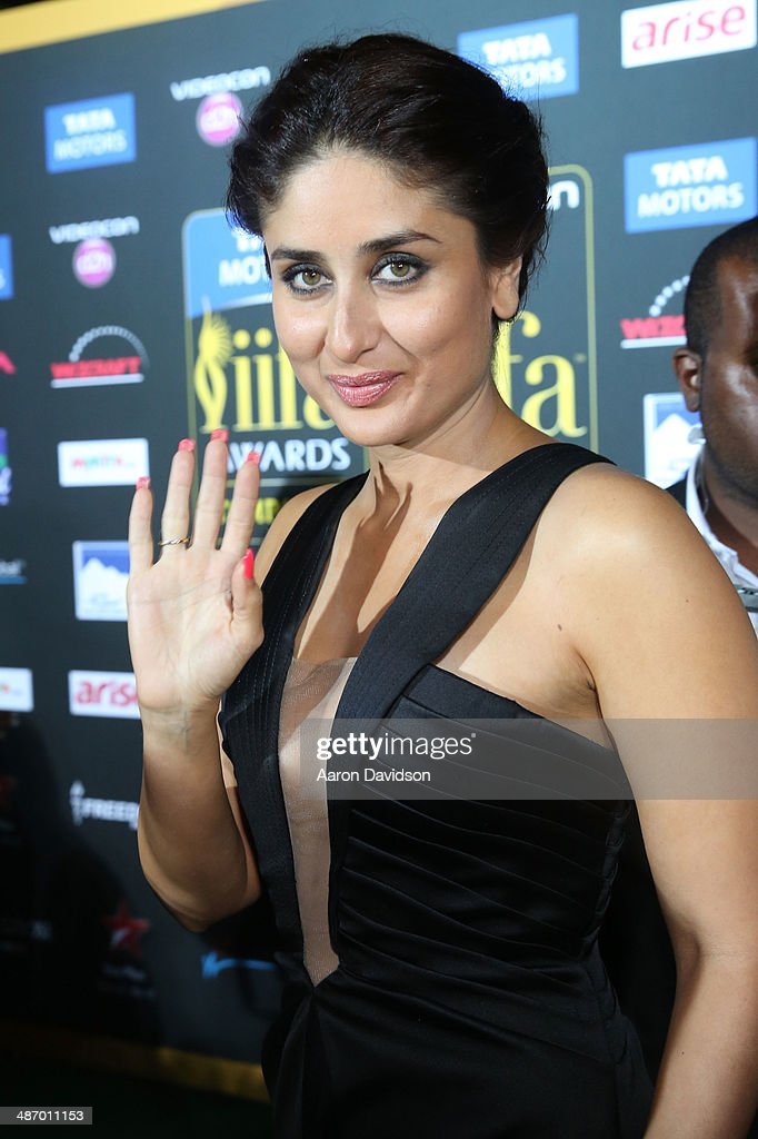 Actress <a gi-track='captionPersonalityLinkClicked' href=/galleries/search?phrase=Kareena+Kapoor&family=editorial&specificpeople=855270 ng-click='$event.stopPropagation()'>Kareena Kapoor</a> arrives to the IIFA Awards at Raymond James Stadium on April 26, 2014 in Tampa, Florida.