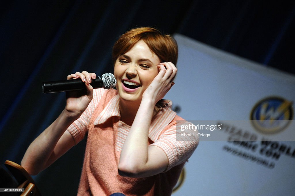 Actress <a gi-track='captionPersonalityLinkClicked' href=/galleries/search?phrase=Karen+Gillan&family=editorial&specificpeople=6876471 ng-click='$event.stopPropagation()'>Karen Gillan</a> attends Wizard World Philadelphia Comic Con 2014 Day 3 held at Pennsylvania Convention Center on June 21, 2014 in Philadelphia, Pennsylvania.