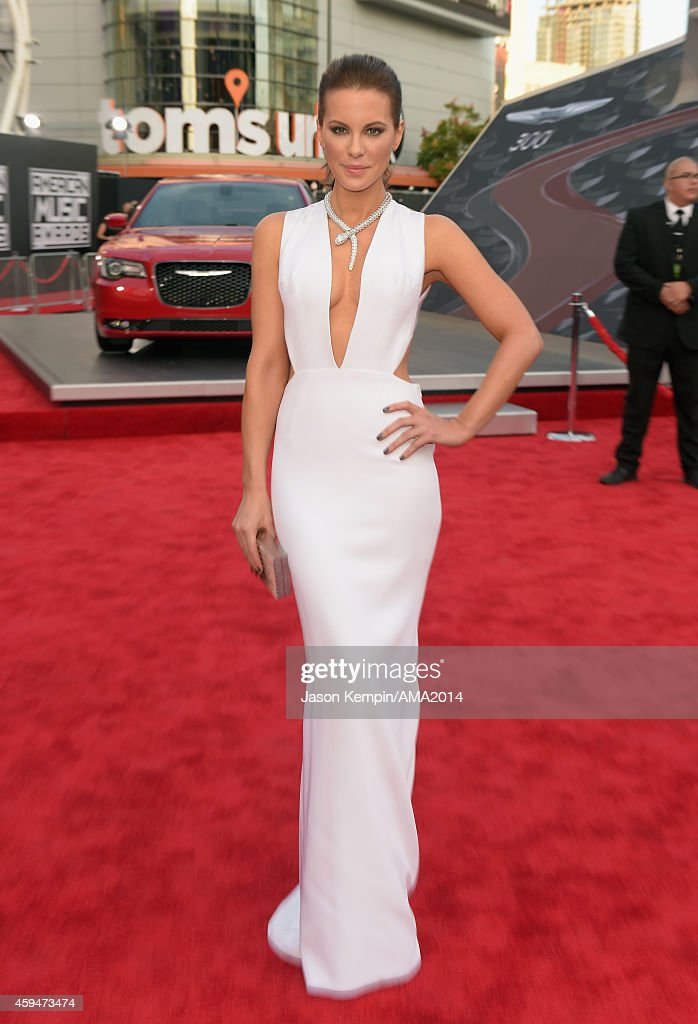 Actress <a gi-track='captionPersonalityLinkClicked' href=/galleries/search?phrase=Kate+Beckinsale&family=editorial&specificpeople=202911 ng-click='$event.stopPropagation()'>Kate Beckinsale</a> attends the 2014 American Music Award at Nokia Theatre L.A. Live on November 23, 2014 in Los Angeles, California.