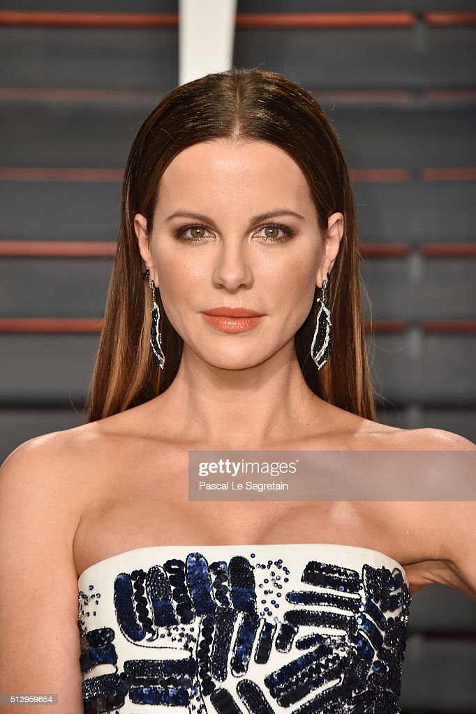 Actress <a gi-track='captionPersonalityLinkClicked' href=/galleries/search?phrase=Kate+Beckinsale&family=editorial&specificpeople=202911 ng-click='$event.stopPropagation()'>Kate Beckinsale</a> attends the 2016 Vanity Fair Oscar Party Hosted By Graydon Carter at the Wallis Annenberg Center for the Performing Arts on February 28, 2016 in Beverly Hills, California.