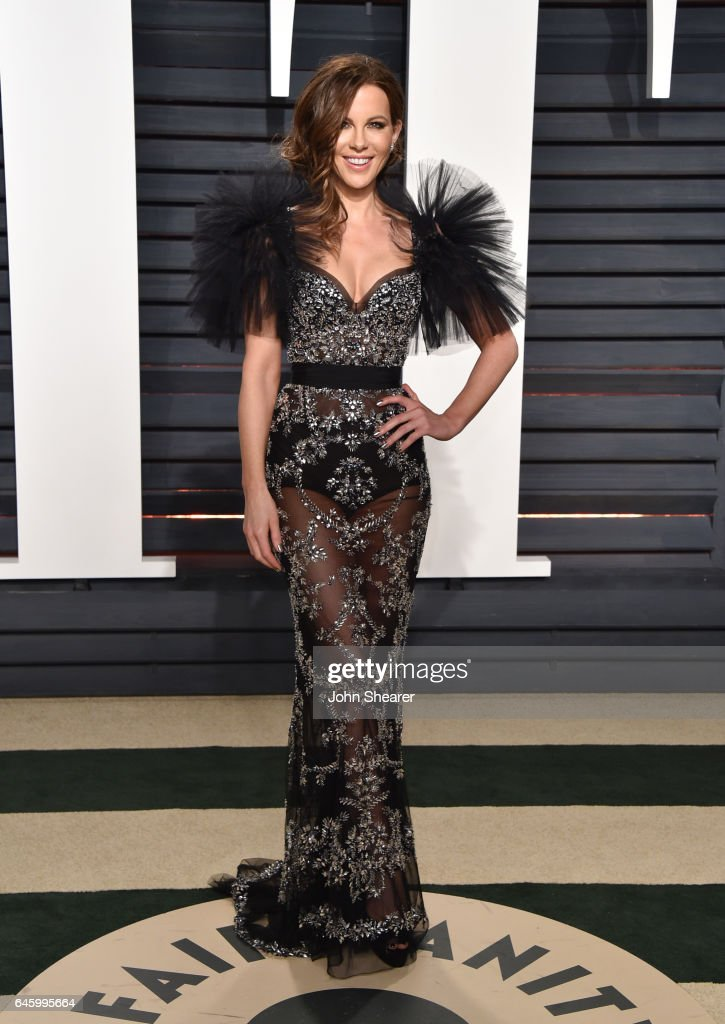 Actress Kate Beckinsale attends the 2017 Vanity Fair Oscar Party hosted by Graydon Carter at Wallis Annenberg Center for the Performing Arts on February 26, 2017 in Beverly Hills, California.