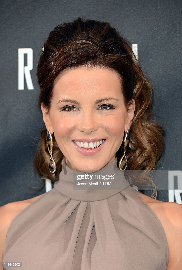 Actress <a gi-track='captionPersonalityLinkClicked' href=/galleries/search?phrase=Kate+Beckinsale&family=editorial&specificpeople=202911 ng-click='$event.stopPropagation()'>Kate Beckinsale</a> attends the photo call for Columbia Pictures' 'Total Recall' held at the Four Seasons Hotel on July 28, 2012 in Los Angeles, California.