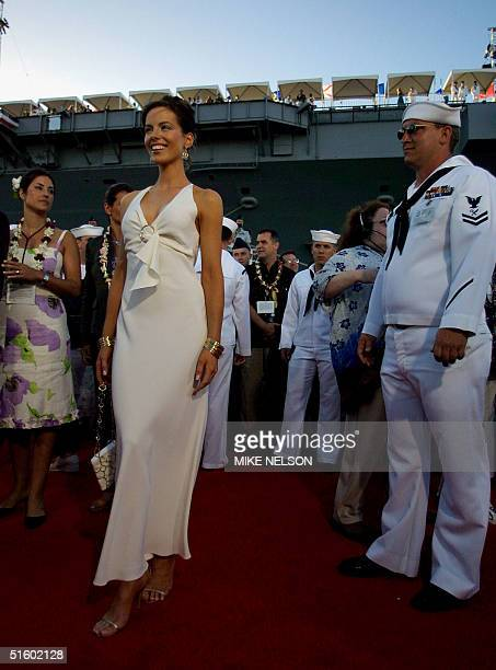 Actress Kate Beckinsale who plays a World War II nurse in the movie 'Pearl Harbor' poses as a US Navy sailor stands nearby at the world premiere of...