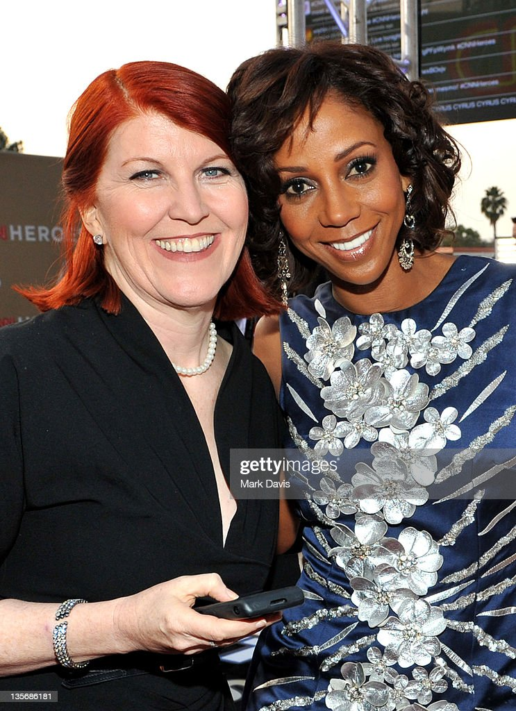 Actress Kate Flannery and actress Holly Robinson Peete arrive at 2011 CNN Heroes: An All-Star Tribute at The Shrine Auditorium on December 11, 2011 in Los Angeles, California. 21959_008_MD_0085.JPG