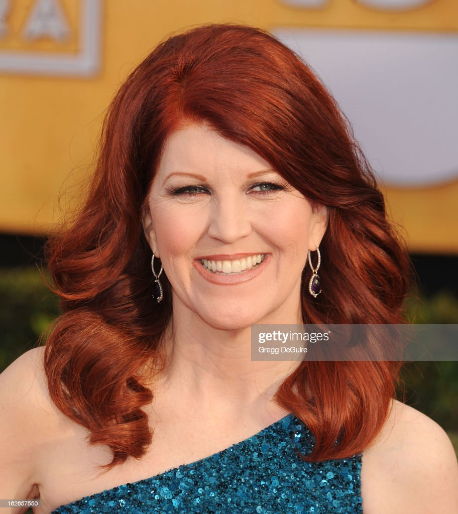 Actress <a gi-track='captionPersonalityLinkClicked' href=/galleries/search?phrase=Kate+Flannery&family=editorial&specificpeople=580714 ng-click='$event.stopPropagation()'>Kate Flannery</a> arrives at the 19th Annual Screen Actors Guild Awards at The Shrine Auditorium on January 27, 2013 in Los Angeles, California.