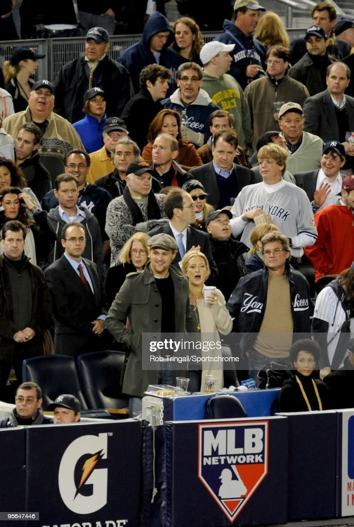 Actress Kate Hudson and Actor Kurt Russell in the crowd during Game Two of the 2009 MLB World Series at Yankee Stadiumof between the New York Yankees and the Philadelphia Phillies at Yankee Stadium on October 29, 2009 in the Bronx borough of New York City. The Yankees defeated the Phillies 3-1.