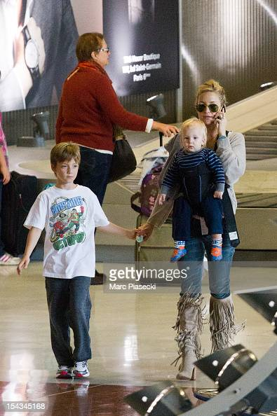 Actress Kate Hudson and her sons Ryder Russell Robinson and Bingham Hawn Bellamy are seen arriving at aeroport de Roissy on October 18 2012 in Paris...