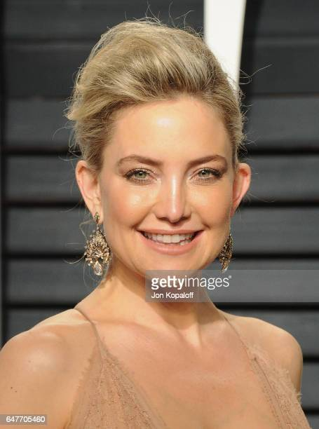 Actress Kate Hudson arrives at the 2017 Vanity Fair Oscar Party Hosted By Graydon Carter at Wallis Annenberg Center for the Performing Arts on...
