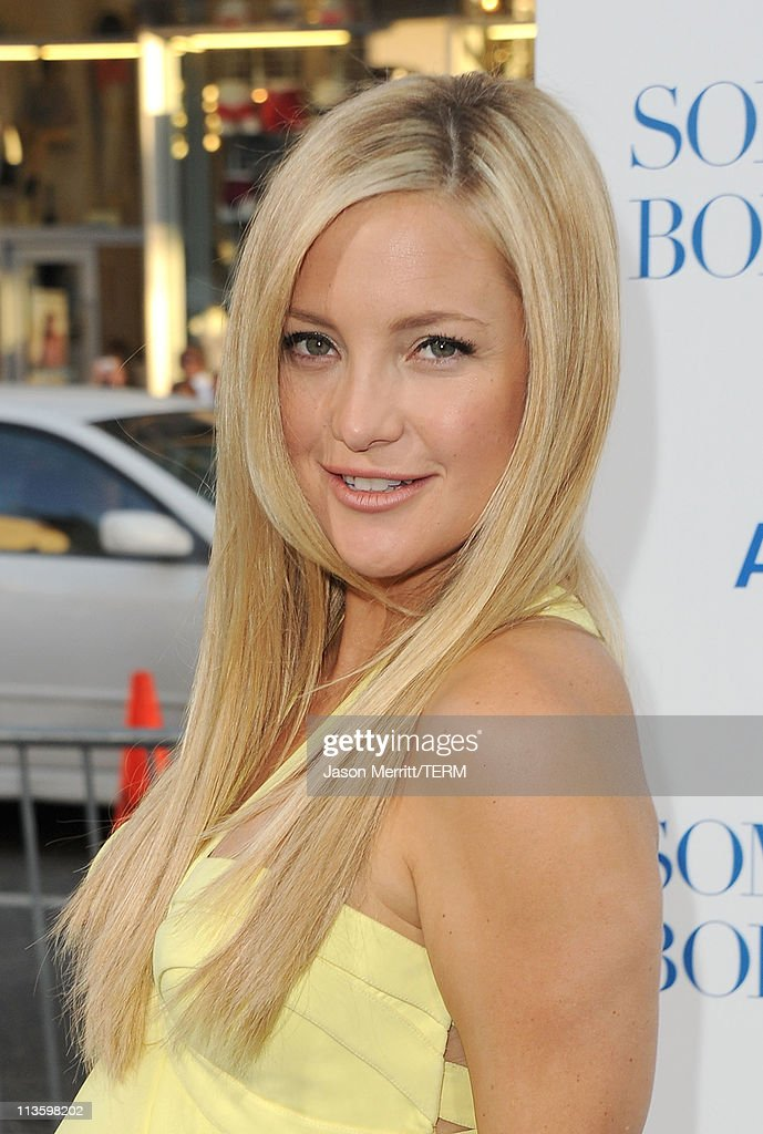 Actress <a gi-track='captionPersonalityLinkClicked' href=/galleries/search?phrase=Kate+Hudson&family=editorial&specificpeople=156407 ng-click='$event.stopPropagation()'>Kate Hudson</a> arrives at the premiere of Warner Bros. 'Something Borrowed' held at Grauman's Chinese Theatre on May 3, 2011 in Hollywood, California.