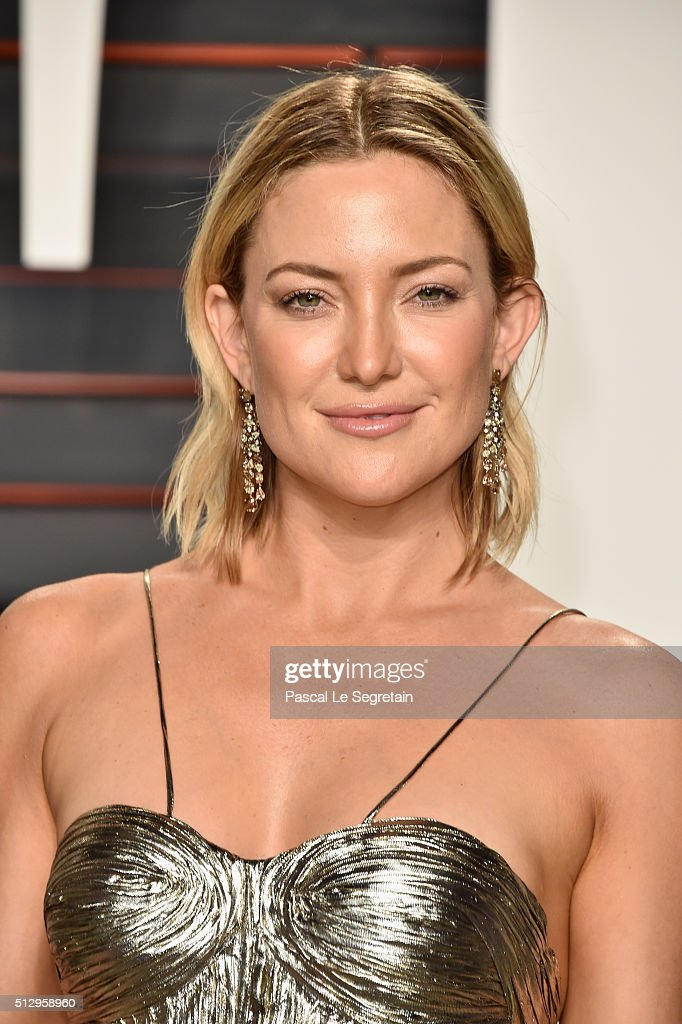 Actress <a gi-track='captionPersonalityLinkClicked' href=/galleries/search?phrase=Kate+Hudson&family=editorial&specificpeople=156407 ng-click='$event.stopPropagation()'>Kate Hudson</a> attends the 2016 Vanity Fair Oscar Party Hosted By Graydon Carter at the Wallis Annenberg Center for the Performing Arts on February 28, 2016 in Beverly Hills, California.
