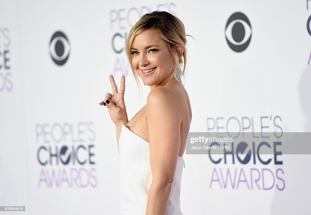 Actress <a gi-track='captionPersonalityLinkClicked' href=/galleries/search?phrase=Kate+Hudson&family=editorial&specificpeople=156407 ng-click='$event.stopPropagation()'>Kate Hudson</a> attends the People's Choice Awards 2016 at Microsoft Theater on January 6, 2016 in Los Angeles, California.